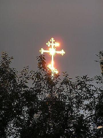 Крест светится