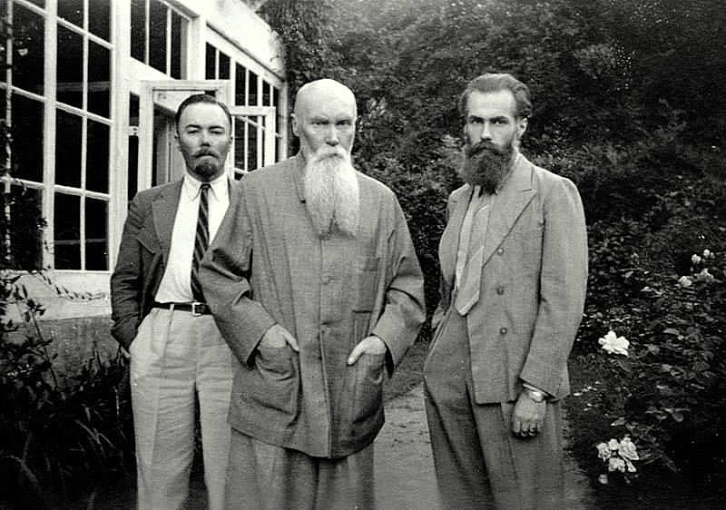 Н.К. Рерих с сыновьями