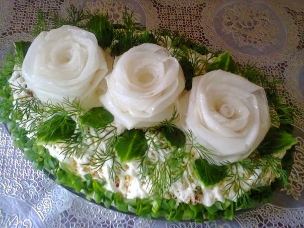 6. три белых розы из редиса