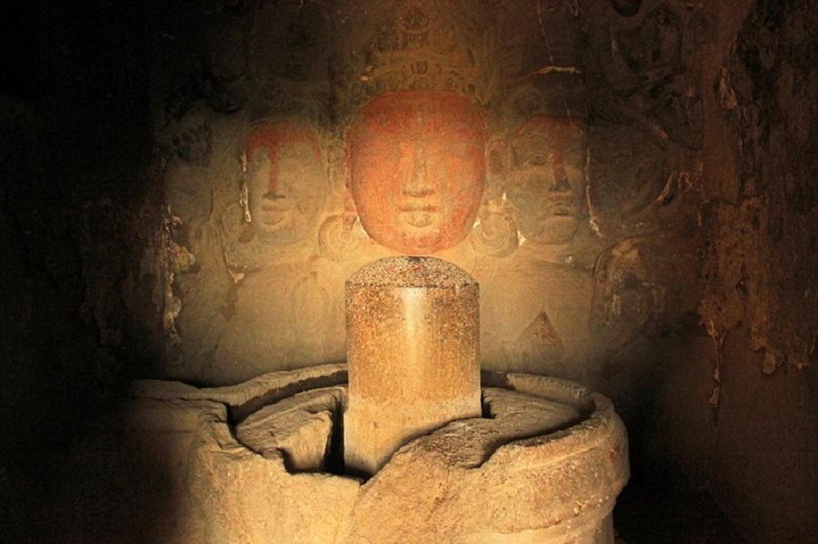 храм в скале Индия